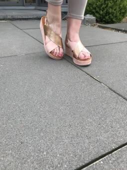 Sandales compensées vieux rose