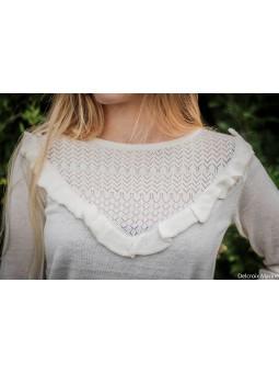 Pull fin tricot décor volant blanc cassé