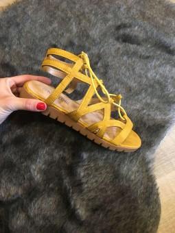 Sandales daim lacées